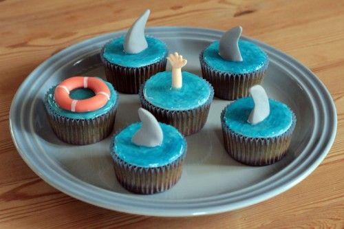 Shark Week cupcakes med vand lavet af hjemmelavet piping gel