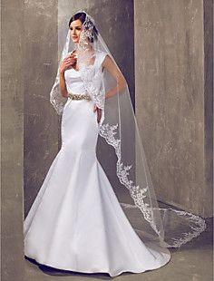One-tier kapel bruiloft sluier met kant applique rand