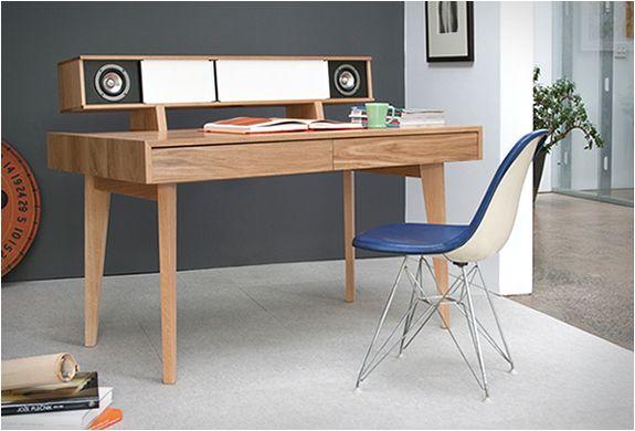 Tof zeg, een bureau met ingebouwde speaker. http://www.manners.nl/het-audio-desk-van-symbol-audio/