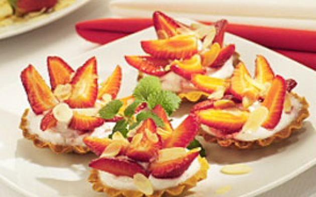 Plněné jahodové košíčky » Pečení je radost