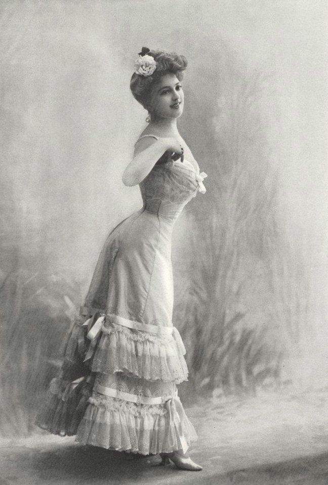 The Me I Saw | Lingerie by Soeurs, 1904.