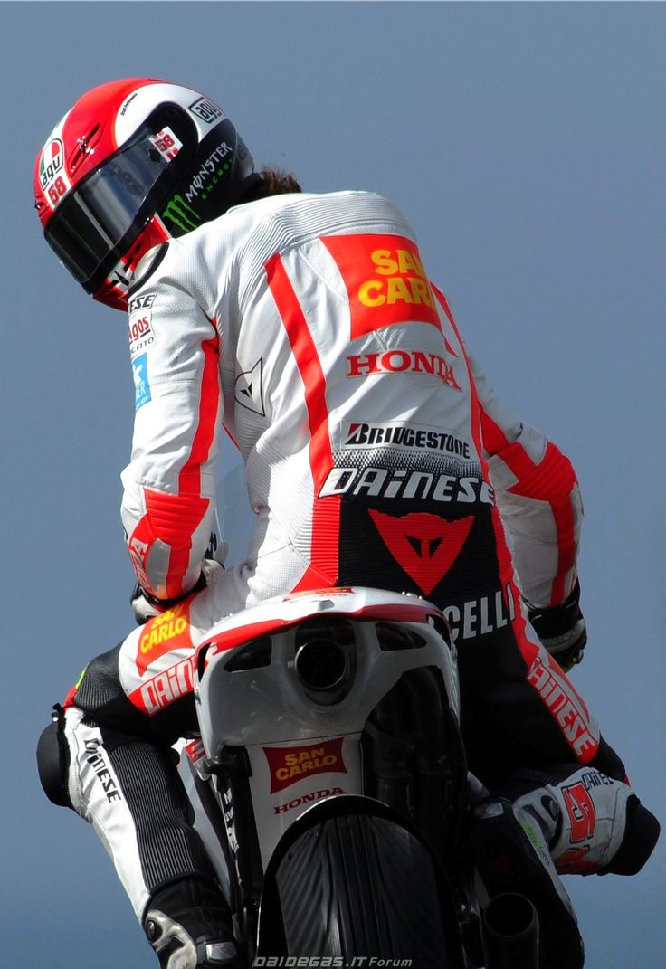Marco Simoncelli Honda San Carlo MotoGP, http://www.daidegasforum.com/forum/foto-video/503994-marco-simoncelli-raccolta-foto-thread-58.html