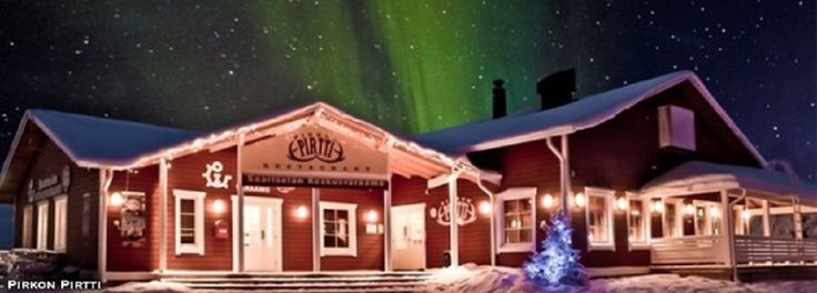 Laponia - magiczne miejsce by poczuć klimat Bożego Narodzenia. To nie tylko dom Świętego Mikołaja i jego reniferów, ale i najbardziej rozgwieżdżone niebo z olśniewającą Zorzą Polarną. Dzieci będą zachwycone wioską Mikołaja, a dorośli zaskoczeni kuchnią i zapatrzeni w zimowe krajobrazy. http://exumag.com/nie-wiesz-gdzie-spedzic-te-swieta-moze-w-laponii/