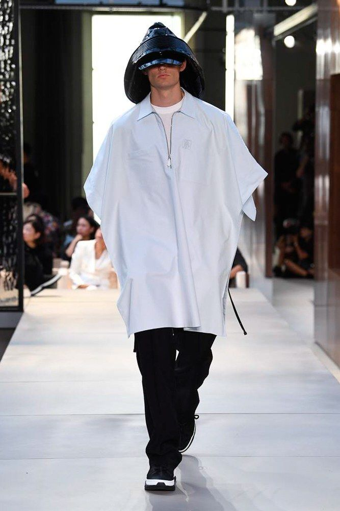 cfcca63dce1 Burberry Spring 2019 Menswear Collection - Vogue