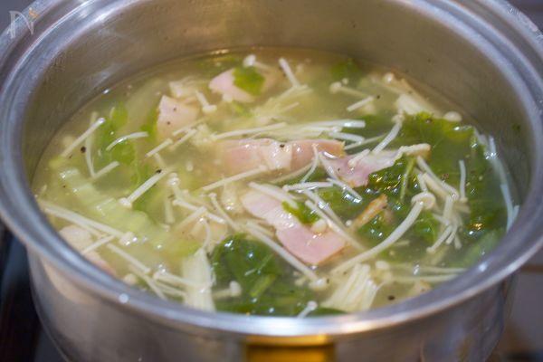 身体が芯から温まる♪『白菜とえのきの生姜とろみスープ』 by Yuu | レシピサイト「Nadia | ナディア」プロの料理を無料で検索