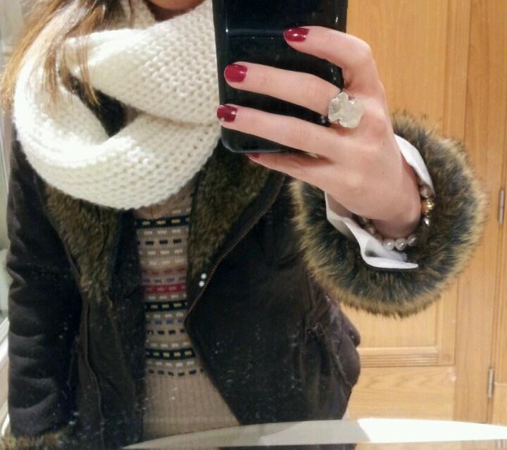 Fornarina faux fur, Pepe Jeans vest, Abercrombie scarf, Tous jewelry #fashion #moda #style
