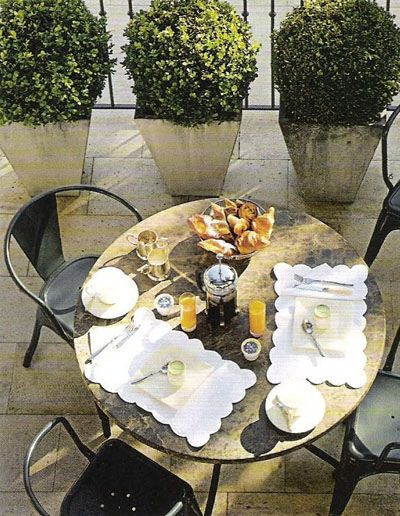 urban gardenOutdoor Dining, Alfresco, Luxury House, Outdoor Living, Living Room Design, Healthy Breakfast, Company Picnic, Interiors Design, To Fresh