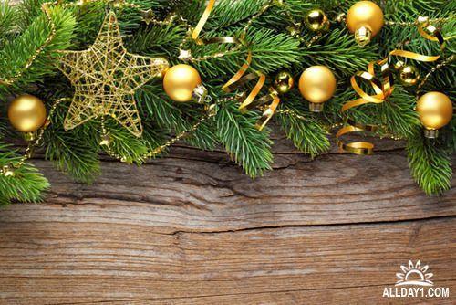 Новогодние и рождественские украшения и гирлянды на деревянной доске - растровый клипарт | Christmas decorations