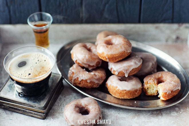 Donuts with mascarpone and cinnamon icing