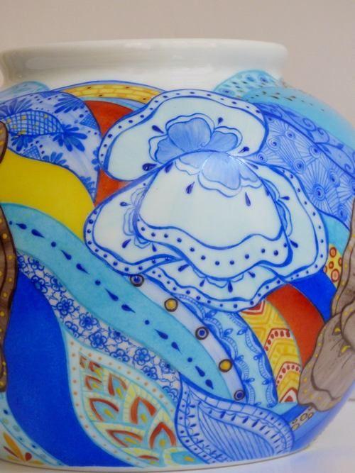 Vase boule porcelaine de limoge entierement peint a la main
