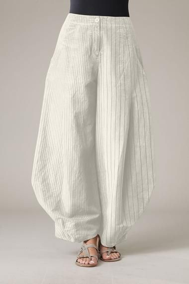 Another way to manage the fabric at the hemline for pants. Trousers Santina - Oska