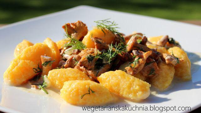 Wegetariańska Kuchnia: Kluseczki dyniowe z sosem kurkowym
