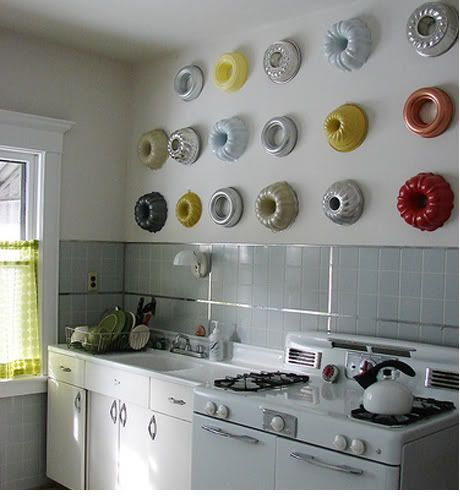 Чем украсить стену на кухне и как: видео-инструкция по оформлению пустого места своими руками, цена, фото