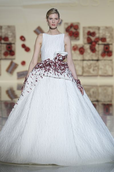 Vestidos de novia con pedrería 2017: Deslumbra a todos invitados el día de tu boda Image: 11
