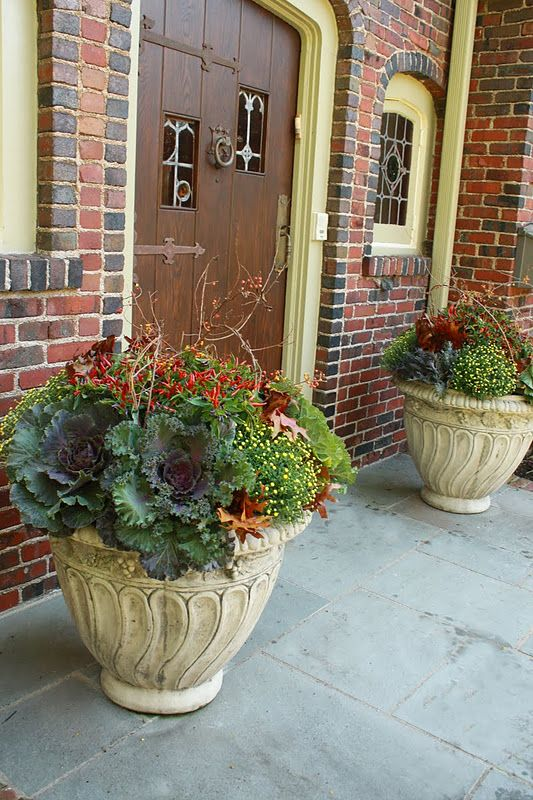 Finally found a design that fits my front steps, pots and red brick for fall! Elegant Fall container gardening