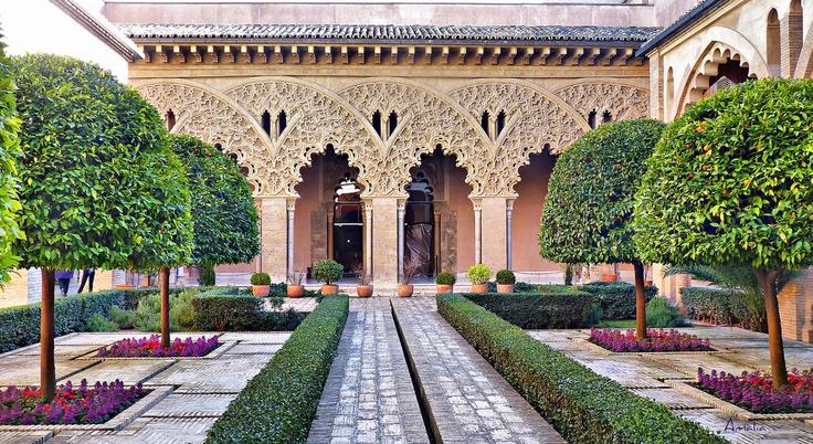 Patio de los naranjos, Palacio de la Aljafería en Zaragoza, España. The Aljafería Palace, Zaragoza (Spain)