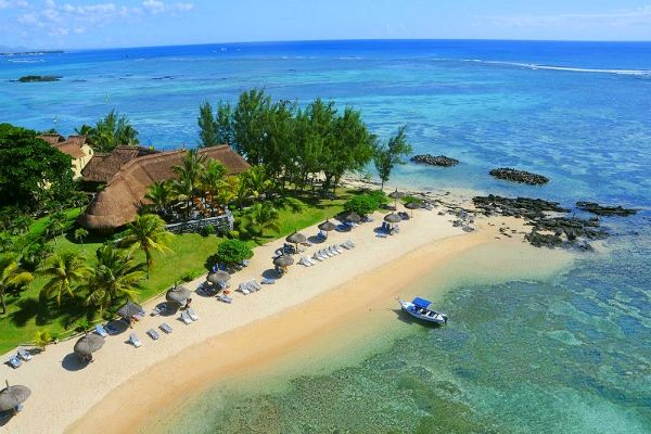 Avez-vous ces couleurs dans le lagon, une palette de bleu incroyable ! #plage #lagon #voyages #séjour #île #maurice
