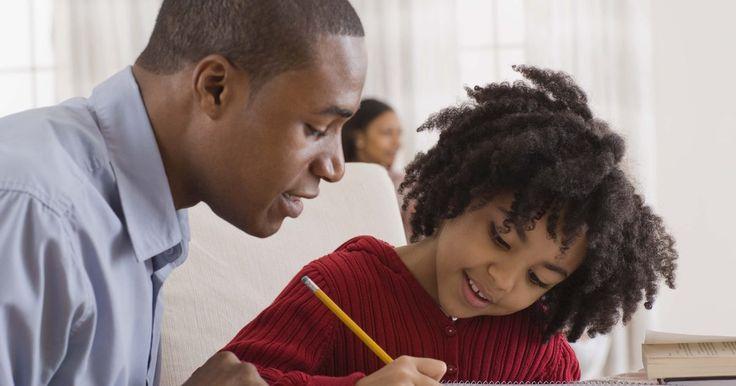 Enseñar a los niños a escribir oraciones. Enseñarle a escribir oraciones a los niños puede ser difícil debido al concepto abstracto de las dos partes de una oración (el sujeto y el predicado). Los niños erróneamente utilizan fragmentos de oración en su escritura porque así es como la gente habla comúnmente. Modelar la estructura propia de la oración y las actividades que ayudan a los ...