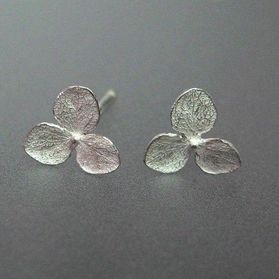 Love these little silver hydrangea earrings