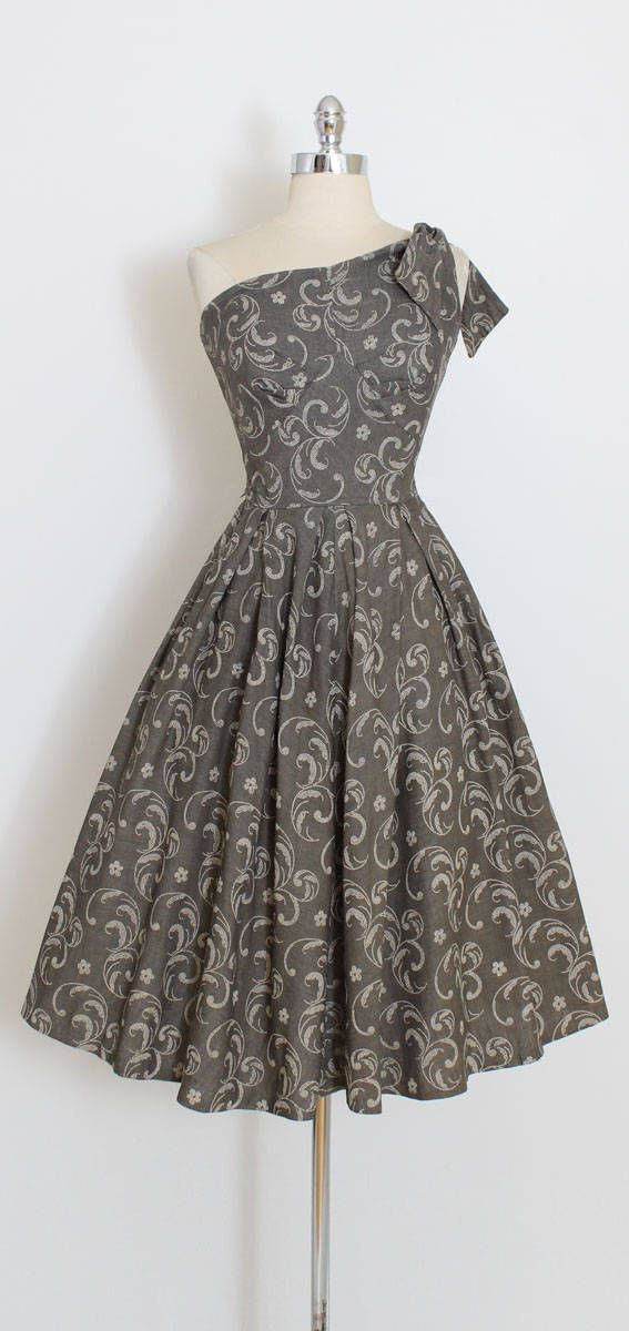 ➳ vintage 1950s dress * gorgeous chambray cotton dress * gunmetal gray with white painted stencil print * one shoulder with tie * bodice lined in cotton * metal back zipper condition | excellent fits like xs/s length 45 bodice 17 bust 34 waist 26 ➳ shop http://www.etsy.com/shop/millstreetvintage?ref=si_shop ➳ shop policies http://www.etsy.com/shop/millstreetvintage/policy twitter | MillStVintage facebook | millstreetvintage instagram...