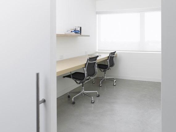 Minimalist Home Office Design Ideas by Atelier Kastelic Buffey Minimalist Highland House Design Ideas by Atelier Kastelic Buffey
