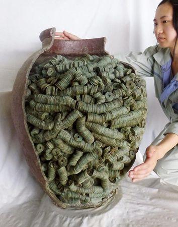 室町の銅銭ぎっしり4万枚 京都、貯金や地鎮説 15th century's coin discovered in Japan !
