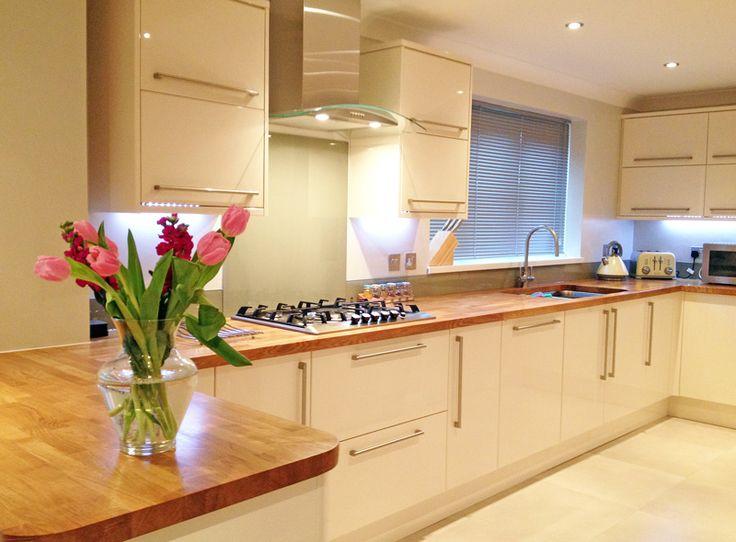 cream gloss and oak kitchen rh pinterest com