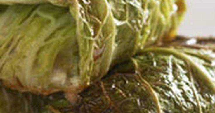Fabulosa receta para Repollo relleno de carne. Kåldolmar - otro plato muy popular en mi país, se trata de una mezcla de carne picada y arroz envuelta en hojas de repollo o col.