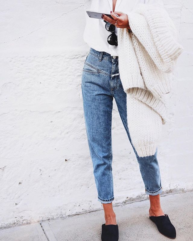Mom jeans perfection // @closedofficial denim, @nanushka slides & @ilovemrmittens knit