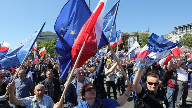 Opponents of Poland's government march in Warsaw, 7 May 2016.