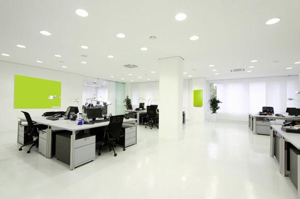 Правильное офисное освещение важно не только для клиентов, но и для сотрудников. Как сделать правильный офисный свет с помощью светодиодных светильников