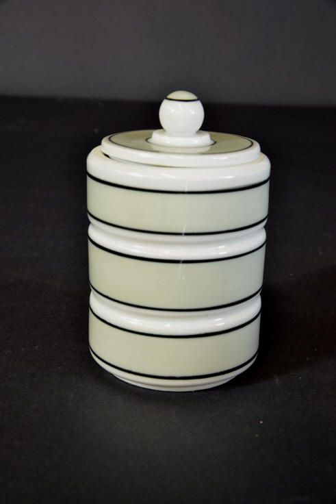 Porsgrund Porcelain jar with lid. Nora Gulbrandsen model H:11.5cm.