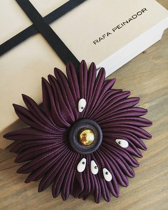 Sea flower brooch  Gentleman's nostalgia   Burgundy and