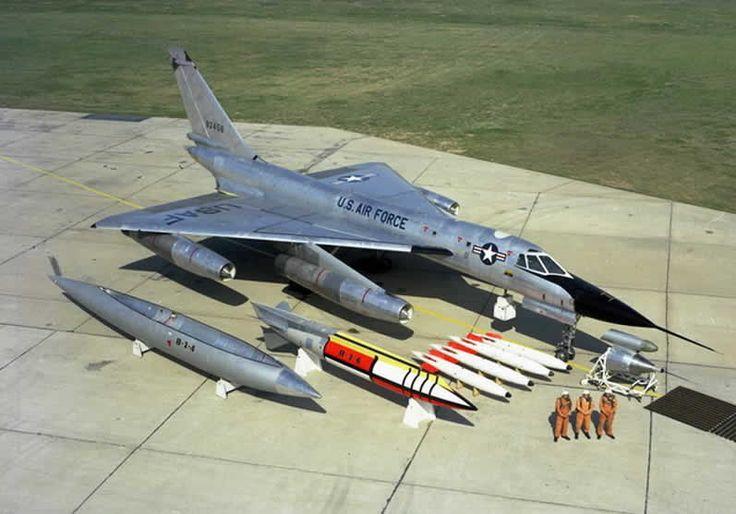 b-58 bombardero con pilotos y carga de bombas