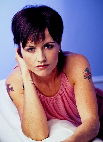 Dolores O'Riordan (The Cranberries) | Music worth ...