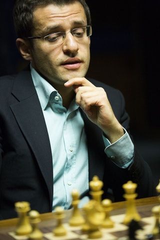 Levon Aronian profiled in a beautifully written piece in the New Yorker : chess