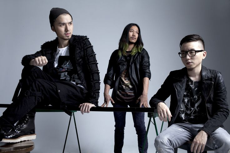 Lie Gramophone is a true and rare band in Taiwan with complete and professional visual arts background. Its works overturn traditional audio-visual mode and embrace a variety of arts integration They are  bold in creative and music genres. The portfolio is versatile: POst-Techno, Dance Rock, Drum & Bass, Dubstep, House, and Hip-Hop. its music is international and giving the Tiwanmusic a difference.