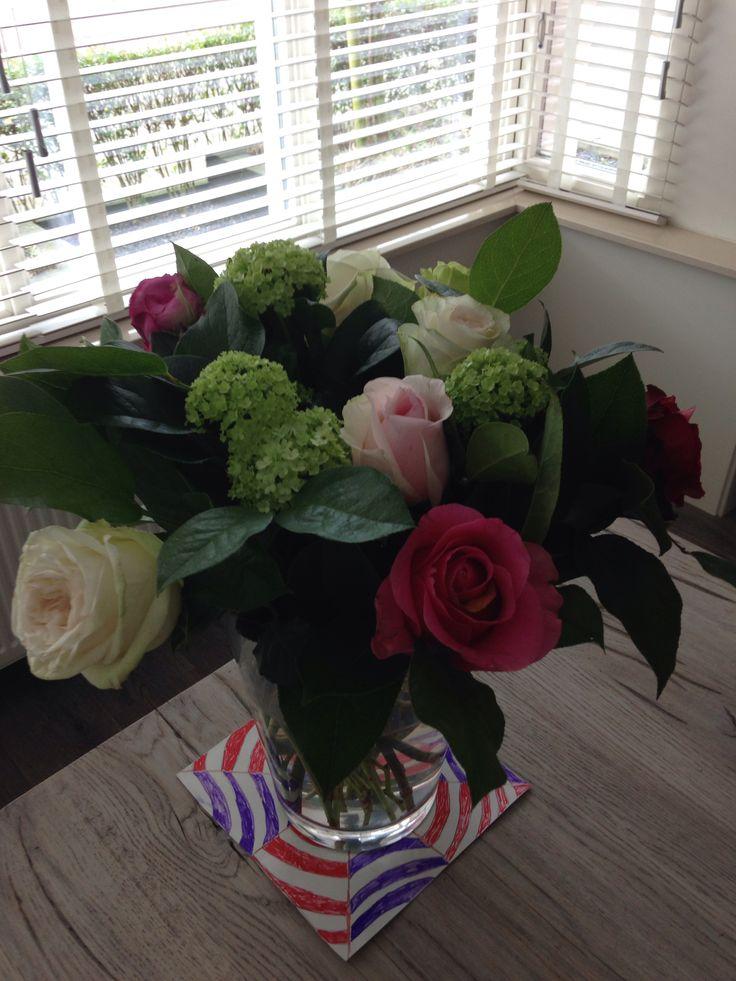 Mooie bos bloemen gekregen van het werk van manlief voor het thuisfront