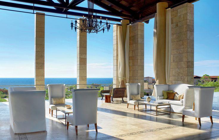 The Romanos, a Luxury Collection Resort - Το εμβληματικό Lobby θα σας υποδεχτεί στο μαγικό σκηνικό της Costa Navarino