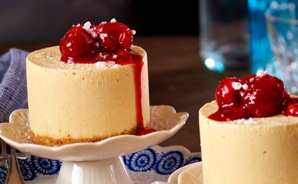 Von der Redaktion für Sie getestet: Geeister Topfenkuchen mit heißen Himbeeren. Gelingt immer! Zutaten, Tipps und Tricks