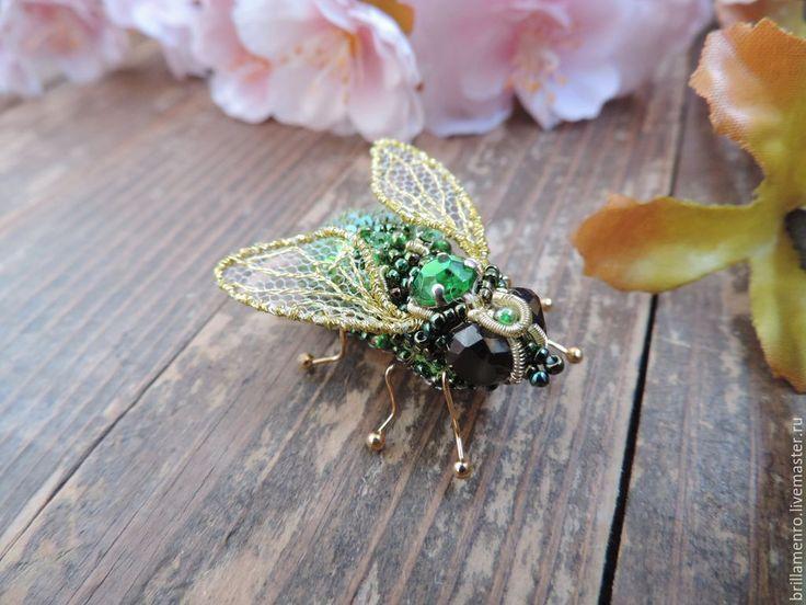 """Купить Брошь """"Муха-Цокотуха"""" - зеленый, муха, мушка, насекомые, муха из бисера, оригинальное украшение"""