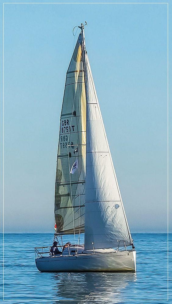 Segeln... wer würde nicht gern unter weißen Segeln entspannen? Lernt noch heute zu segeln - mit unserer Lernsoftware!