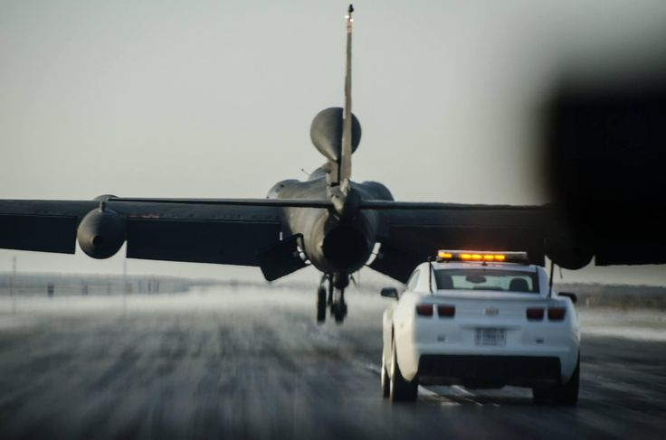 [2048 x 1356] USAF U2 Dragon Lady lands at AlDhafra Air