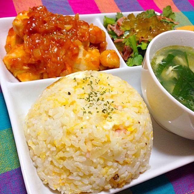 チャーハン ニラ卵スープ 鶏チリ 春菊とカリカリベーコンのジュレサラダ - 14件のもぐもぐ - ワンプレートディナー by Bet2y