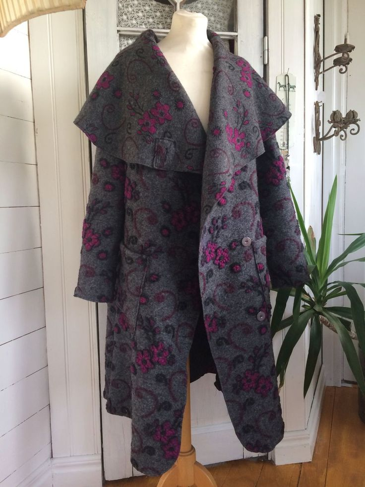 WOOL COAT/ULLKAPPA GREY WITH CERISE FLOWERS/ GRÅ MED CERISE BLOMMOR