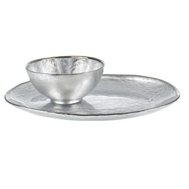 7. Chip and Dip Sets  The chip and dip tray is a classic hosting staple. Perfect for serving up your hostess's favorite dip and snacks, a chip and dip set is a great gift for the woman who loves to entertain with food. From festive painted platters to beautiful wooden bowls, this serveware set is a welcome gift for any hostess.