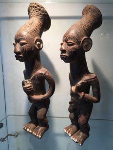 Very beautiful couple of characters in terracotta - MANGBETU - Former Belgian…