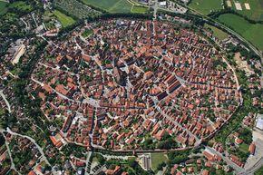 In Germania c'è una città medievale costruita in un cratere creato sulla Terra milioni di anni fa - La Stampa