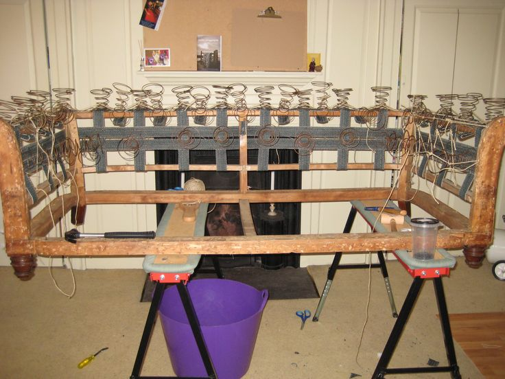 Lashing arm and back springs on a Chesterfield frame DIY& Tools Pinterest Spring, Frames