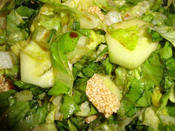 Bucataria cu noroc - Salata verde cu batoane de susan si miere